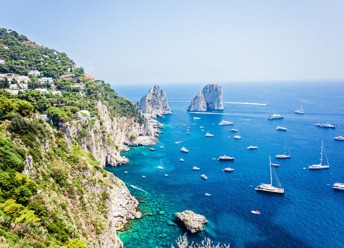 Faraglioniklipporna vid Capri