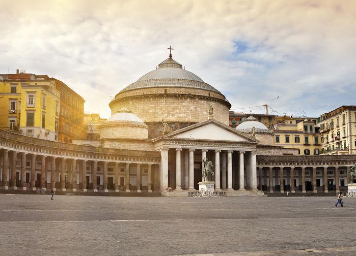 S Paolakyrkan i Napoli
